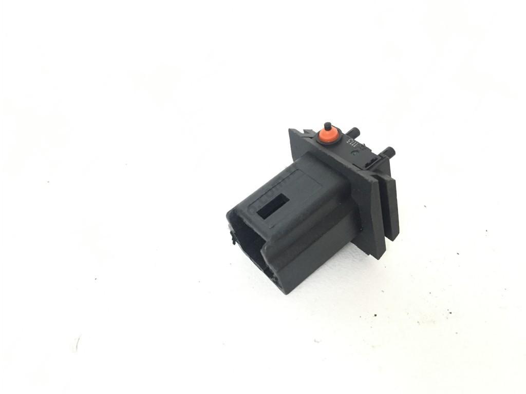 Citroen C3 Picasso Bagaj Açma Düğmesi