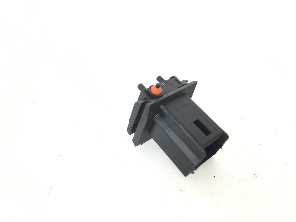 Citroen C3 Pluriel Bagaj Açma Düğmesi