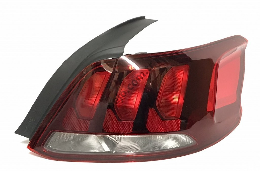 Peugeot 301 Stop Lambası Sağ Makyajlı Kasa Bsg